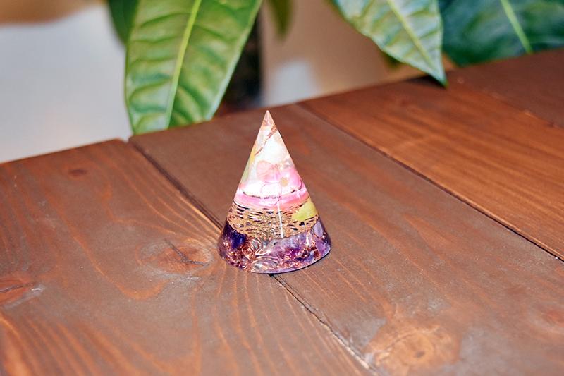 花開く円錐オルゴナイト